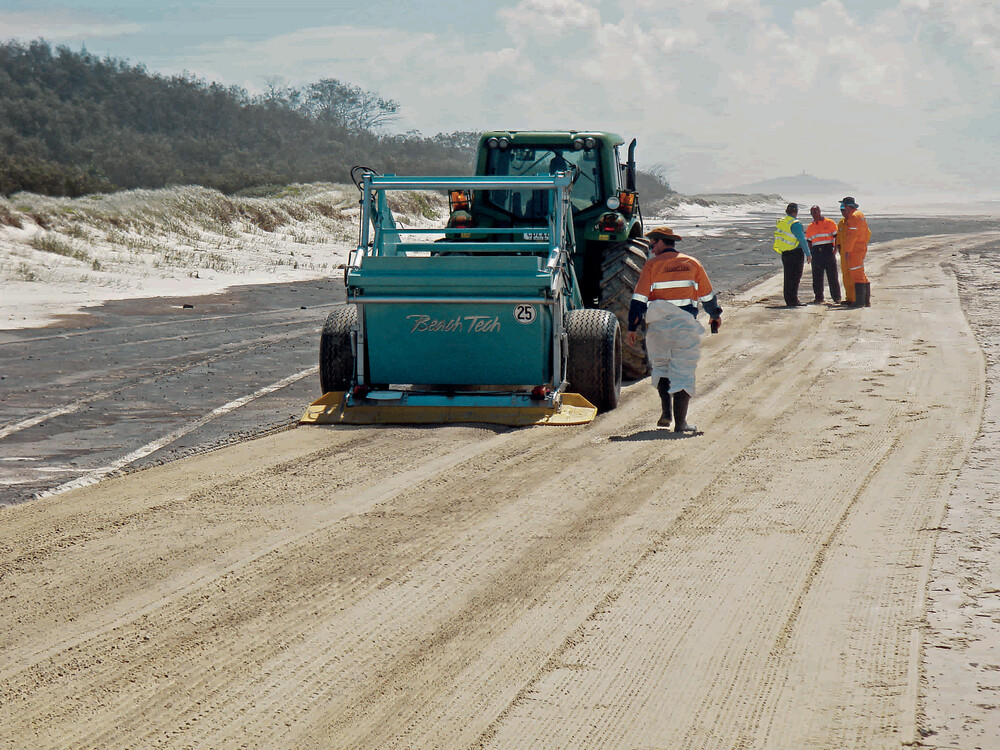Unfortunately, oil spills on beaches are an all-too-frequent occurrence. When this happens, we are always a reliable partner.