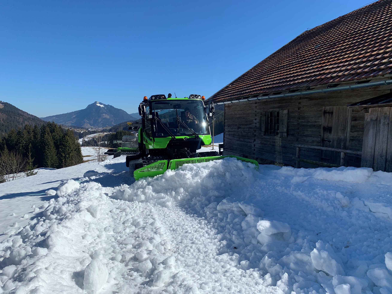PistenBully 100 E im Schnee