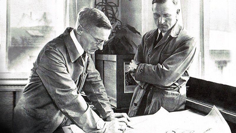 Die Brüder Karl und Otto Kässbohrer schmieden Pläne