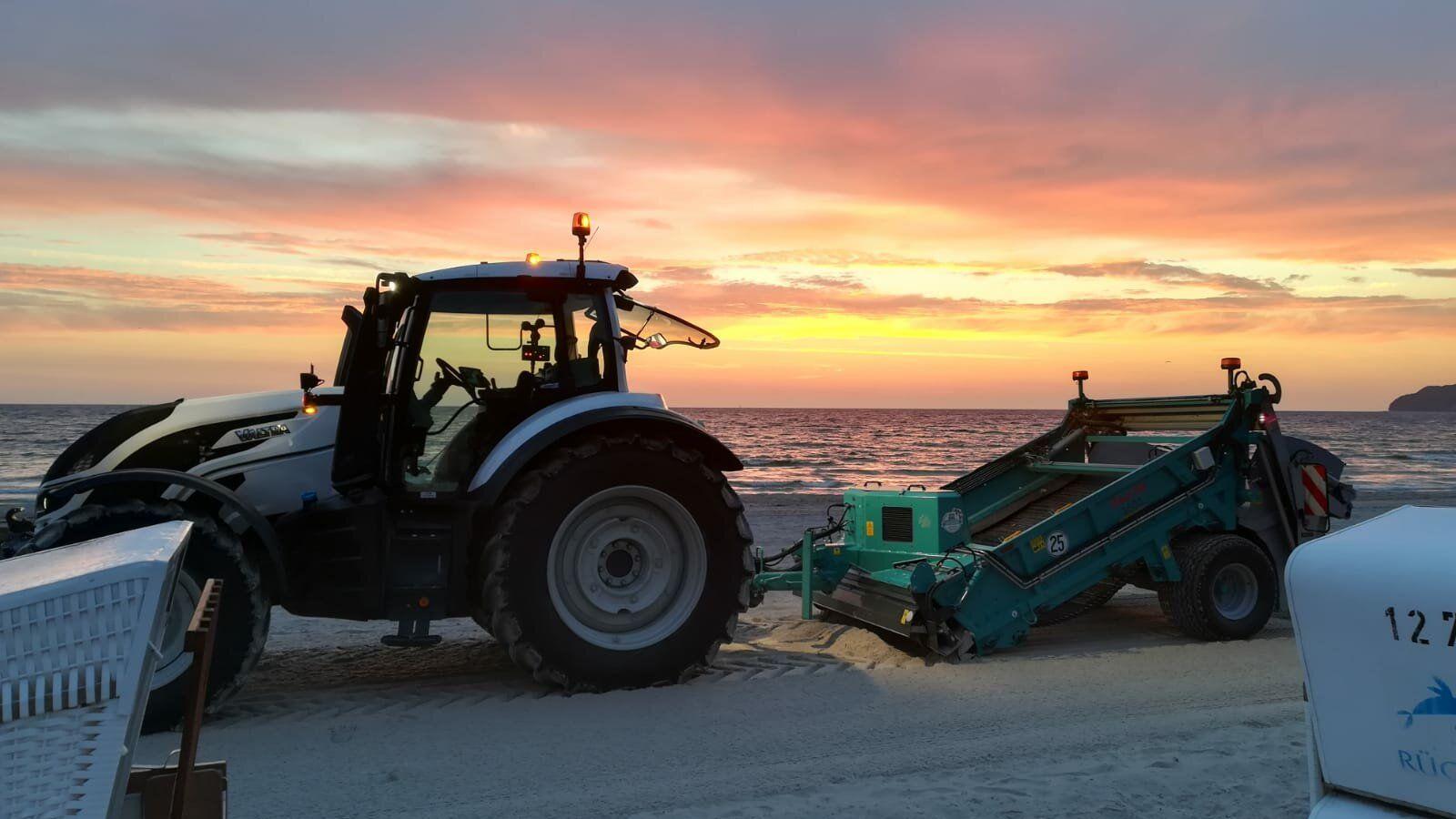 A BeachTech 2500 ensures a clean and safe beach on Rügen.